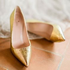 Gold #shoes are always a yes! Love these chic #metallic pumps for a modern…