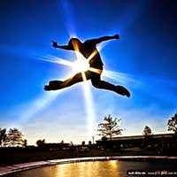 Doando Vida: Amadurecer é enfrentar desafios da vida. Amadurecer é enfrentar os desafios da vida, é aprender, aprimorar-se, crescer e se tornar muito mais forte, decidido e autoconfiante. Faz parte da maturidade humana, aceitar os desafios do sofrimento, todos acabam passando por esta escola. Não há ascensão que não doa... Abraços e boa semana a todos!!!