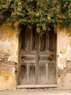 I love this old door...i wish i was walking through it...