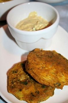 Beignets d'aubergine à l'indienne - Indian Food Recipes, Vegetarian Recipes, Healthy Recipes, Ethnic Recipes, India Food, Eggplant Recipes, Comfort Food, Asian Cooking, Butter Chicken