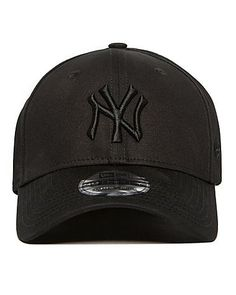 New Era is an official Major League Baseball product for the New York Yankees. This 39THIRTY cap comes in an array of colours.This black colourway features a tonal embossed NY logo on the front and an embroidered Major League Baseball logo on the back plus a New Era logo on the side. ...