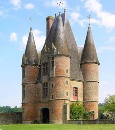 Palaces, Belle France, Romanesque Architecture, Tower House, Gate House, Fantasy Castle, Mansions Homes, Beautiful Castles, French Chateau