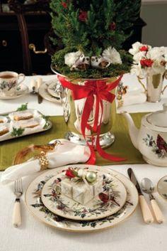 pretty+table+settings | 46 Beautiful Christmas Wedding Table Setting Ideas | Weddingomania