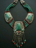 ⚜‿✯ BoӇo BᏞiƝᏩ⚜‿✯ ננ The centre pendant has ten chain dangles with coral turquoise. Five strands of turquoise beads graduate in size with brass, silver and coral beads Tribal Jewelry, Indian Jewelry, Boho Jewelry, Jewelry Art, Beaded Jewelry, Unique Jewelry, Jewelery, Silver Jewelry, Jewelry Necklaces