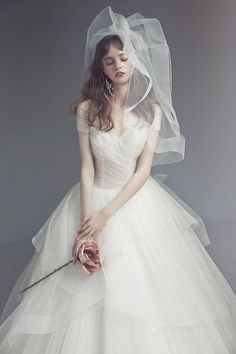 IL VELO DA SPOSA, You can collect images you discovered organize them, add your own ideas to your collections and share with other people. Luxury Wedding Dress, Wedding Suits, Bridal Gowns, Wedding Gowns, Cheap Gowns, Wedding Girl, Disney Princess Dresses, Fancy Dress, Marie