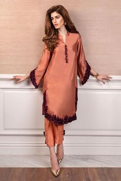 We offer modern high fashion women's clothing. Pakistani Fashion Party Wear, Pakistani Dresses Casual, Pakistani Dress Design, Casual Dresses, Pakistani Bridal, Bollywood Fashion, Party Fashion, Indian Fashion, Casual Outfits
