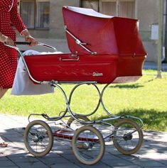 Pram Stroller, Baby Strollers, Vintage Pram, Baby Buggy, Baby Prams, Baby Carriage, Miniture Things, Kids And Parenting, Nostalgia
