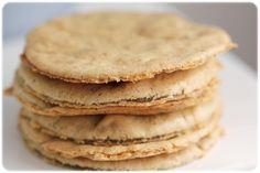 Kanelskiver  2 eggehvitter  5 dråper stevia karamell  2 ss sukrinmelis  1-2 ts kanel  1 ts kardemomme  40 g vaniljeprotein  2 ts xanthan gum (fiberhusk)  1 ss olje  Vann til seig konsistens