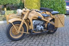 'Looking for the Zündapp of your dreams? There are currently 1 Zündapp bikes as well as hundreds of other classic motorcycles, cafe racers and racing bikes for sale on Classic Driver. Ural Motorcycle, Moto Bike, Motorcycle Design, Scooters, Classic Bikes For Sale, Harley D, Super 4, Military Equipment, Bmw