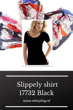 Dit zwarte Slippely viscose shirt met korte mouwen is gemaakt van 93% viscose en 7% elastan.  Het viscose Slippely shirt hoef je na het wassen enkel op te hangen en kan zonder te strijken weer heerlijk gedragen worden. Dit Slippely shirt black is ideaal te dragen als basis shirt onder een vest of jasje.  #shirt #slippelyshirt #onlineslippelyshirt #slippelyshirtonline #slippelyshirtwebshop #zwartslippelyshirt Grunge Fashion, Denim Fashion, Selena Gomez 2019, Emma Watson Daily, Jessica Alba Casual, Black Top And Jeans, Gwen Stefani Style, Celebrity Casual Outfits, Street Outfit