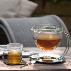 #design3000 Glas-Teekanne mono filio mit integriertem Stövchen in zwei unterschiedlichen Größen.