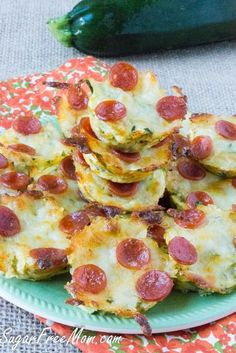Mini Zucchini Pizza Bites made low carb, gluten free, sugar free, grain free! Perfect for any party! (Gluten Free Recipes For Party) Low Sugar Recipes, No Sugar Foods, Gluten Free Recipes, Low Sugar Meals, Sugar Free Meals, Sugar Free Recipes Dinner, Carb Free Dinners, Gluten Free Party Food, Low Sugar Snacks