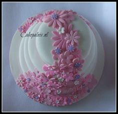 bruidstaart bloemen waterval roze wit paars bovenaanzicht