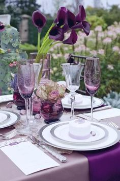 Muted tones give a sophisticated feeling to this 'shades of purple' wedding reception tablescape. Lila Party, Festa Party, Table Violet, Dark Purple Wedding, Purple Party, Mauve Wedding, Wedding Colors, Wedding Flowers, Beautiful Table Settings