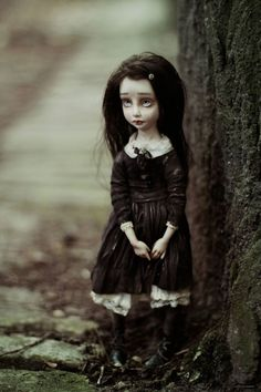 Artist doll by Helena Oplakanska Creepy Toys, Scary Dolls, Pretty Dolls, Beautiful Dolls, Pochette Cd, Haunted Dolls, Gothic Dolls, Doll Repaint, Little Doll