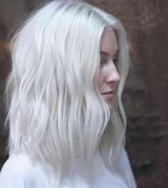 Save This As A Do Not Do Hair Hair Blonde Hair Platinum Hair pertaining to measurements 1242 X 1394 White Blonde Hairstyles - Hair is the most important Ice Blonde Hair, Icy Blonde, Ombré Blond, Icy Hair, White Blonde Bob, Blonde Foils, Brassy Blonde, Pearl Blonde, Brassy Hair