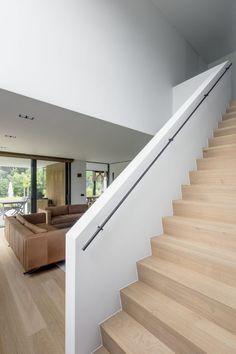Woonkamer ontwerp met houten vloer