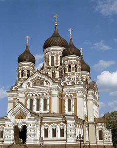 Eastern Orthodox Christians worship at the Alexander Nevsky Cathedral in Tallinn, Estonia. Sacred Architecture, Beautiful Architecture, Beautiful Buildings, Baltic Sea Cruise, Bósnia E Herzegovina, Places To Travel, Places To Go, Baltic Region, Virgin Gorda