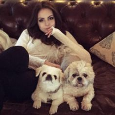 Elizabeth Gillies and dogs - 086 - 02.