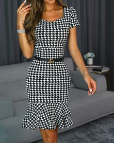 Short Sleeve V-Neck Above Knee Print Women's Sheath Dress Business Outfits, Business Attire, Business Casual, Business Professional, Business Fashion, Classy Outfits, Casual Outfits, Summer Work Outfits, Spring Outfits