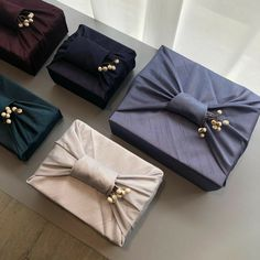 Wedding Gift Wrapping, Creative Gift Wrapping, Wedding Gift Boxes, Creative Gifts, Japanese Gift Wrapping, Japanese Gifts, Diwali Gift Hampers, Furoshiki Wrapping, Gift Wraping