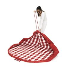 2-in-1 Picnic Blanket and Draw String Knapsack - in theory this would be a piece of cake to make