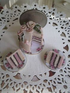 Dollhouse Miniature One Inch Scale Cake by CSpykersMiniatures