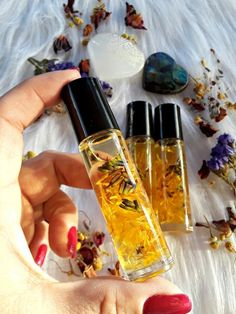 Calendula and Lavender infused oil, medicinal calendula oil, skin healing oil Diy Beauty Crafts, Lip Gloss Homemade, Glitter Lip Gloss, Calendula Oil, Healing Oils, Infused Oils, Lip Oil, Perfume, Natural Cosmetics