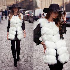 Palton dama stofa Roxanne - Most Wanted (+ 10 Idei sa il asortezi) White Fur Vest, Fur Vest Outfits, Superhero, Chic, Fashion 2015, Fur Coats, Girls Wear, How To Wear, Clothes