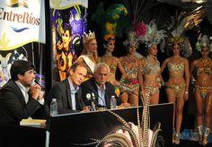 El lanzamiento del carnaval se concretó mediante una conferencia de prensa realizada en la Casa de Entre Ríos en Buenos Aires.Este fin de semana en Gualeguaychú se iniciael Carnaval del País.
