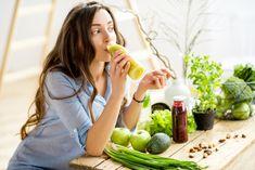 Die perfekte Detox-Kur: Abnehmen in 7 Tagen To eat unhealthy? Then it's time for a week detox. We'll show you … Dietas Detox, Liver Detox Cleanse, Detox Your Liver, Detox Kur Plan, Detox Diet Plan, Full Body Detox, Detox Your Body, Digestive Detox, Bebidas Detox