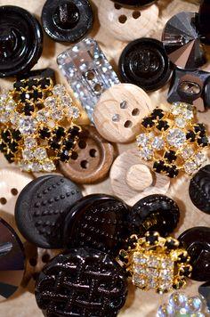 http://www.beadshop.com.br/?utm_source=pinterest&utm_medium=pint&partner=pin13 Botões de Madeira, Strass e Cristal: aproveite a variedade de formatos, cores e acabamentos na Bead Shop!