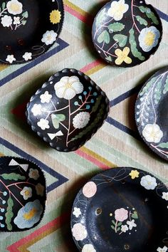 Pattern ideas for decorating   House & Garden Sustainable Trends, Simple Furniture, Flower Plates, Cool House Designs, Mixing Prints, Different Patterns, Print Patterns, Pattern Ideas, Modern Patterns