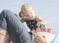 Maternity photo posing idea - toddler with blocks, Miami maternity photographer