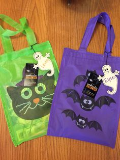 Loot bags included the bag, a graphic Halloween themed comic and a glow stick for trick-or-treating!