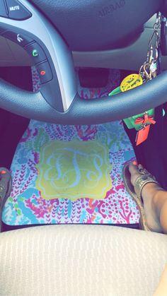 Monogram Lilly car mats - Car World Preppy Car Accessories, Girls Accessories, Vehicle Accessories, Interior Accessories, Mustangs, Car Monogram, Monogram Stickers, Monogram Keychain, Car Stickers