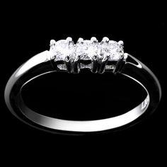 Liguori Collezione Bridal Trilogy - LAG2629  Anello in oro bianco 18 kt. griffes a filo.   www.liguorigioielli.it/it/anello_trilogy_roma_collezione_bridal_liguori_gioielli-64.htm #liguorigioielli #gioielli #jewels #roma #italy #bridal #anello #trilogy #matrimonio #weddingring #love