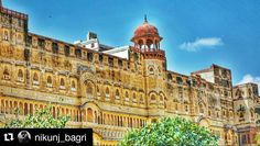 #Repost @nikunj_bagri with @repostapp Get featured by tagging your post with #Talestreet  HISTORICAL COURTYARD  . . . The Junagarh Fort is the result of building activities of sixteen successive generations of the rulers of Bikaner beginning from the end of the sixteenth century. As a consequence it contains antique monuments and excellent objects of art & architecture. . . . #bikaner #rajasthan #india #travel #travelindia #traveller #travelling #travelous #travelbug #travelgram #travelogue…