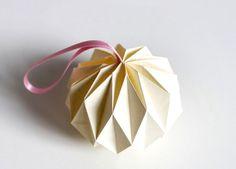 Origami - papierowe bombki choinkowe własnej roboty