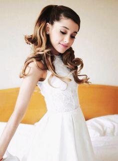 Ariana Grande is my queen. Ariana Grande Fotos, Grandes Photos, Girly, Dangerous Woman, My Idol, Selena, Divas, Sassy, Beautiful People
