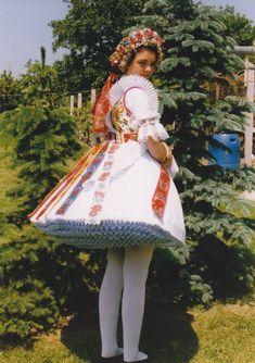 bujáki viselet Folk Costume, Costumes, Hungarian Embroidery, Hungary, Embroidery Patterns, Folk Art, Harajuku, Tights, Frozen Peas