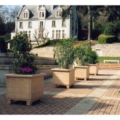 Jardinière carrée avec assise