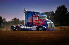 "Polubienia: 2,205, komentarze: 4 – Transformers News (@newstransformers) na Instagramie: ""Stunning picture of Optimus Prime! #Repost @westernstartruck ・・・ The new #Transformers movie,…"""