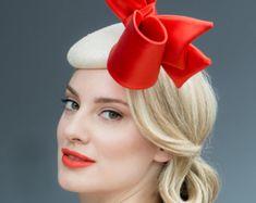 Fascinator cóctel sombrero con plumas por MaggieMowbrayHats en Etsy Flor  Para El Pelo 7f20bff0132