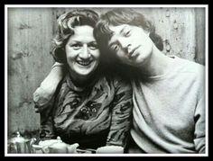 Mick Jagger & his Mom Rolling Stones, Like A Rolling Stone, Mick Jagger, Estilo Rock, Robert Burns, Rod Stewart, British Invasion, Keith Richards, David Bowie