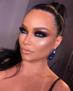 Go on when it comes to the best party framework ideas for birthdays. Glam Makeup Look, Sexy Makeup, Blue Makeup, Kiss Makeup, Flawless Makeup, Beauty Makeup, Hair Makeup, Brown Smokey Eye Makeup, Celebrity Makeup Looks