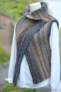 Knitting PATTERN-Inca wrap, womens sleeveless jacket, seamless beginner cardigan pattern - - Mellény # Free Knitting For Women Outlander Knitting Patterns, Free Knitting Patterns For Women, Poncho Knitting Patterns, Knitting Stitches, Knit Wrap Pattern, Jacket Pattern, Knit Cardigan Pattern, Baby Cardigan, Free Pattern