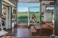 Semhar Debessai introduces us to this amazingly chic tiny house via DigitalTrends.com I never paid much attention to the wee home movement - until spotting this '25 photo introduction' to a space I could easily call home. What about you? 23/25