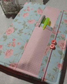 Sewing Hacks, Sewing Crafts, Sewing Projects, Notebook Covers, Journal Covers, Quilt Book, Fabric Book Covers, Doilies Crafts, Bible Covers
