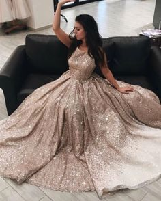 Stunning V-neck Ball Gown. Luxurious champagne Prom Dresses The Dress Bridal Pretty Prom Dresses, Tulle Prom Dress, Grad Dresses, Beautiful Dresses, Evening Dresses, Party Dress, 15 Dresses, Formal Dresses, Sweet 16 Dresses Gold